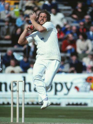Ian-Botham-Style-of-Bowling