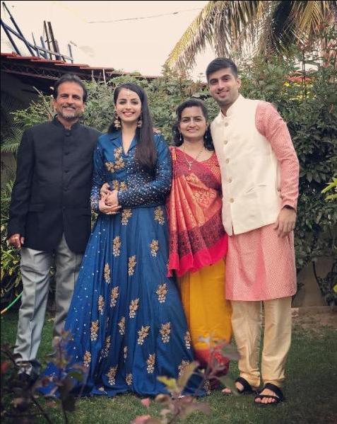 Shrenu Parikh Biography, Age Family Wedding Tv shows ...
