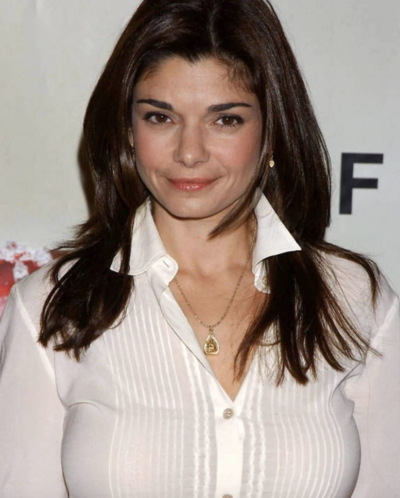 Laura San Giacomo Looks