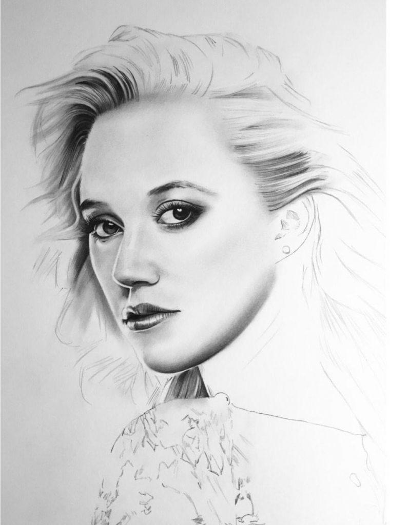Maika Monroe Image