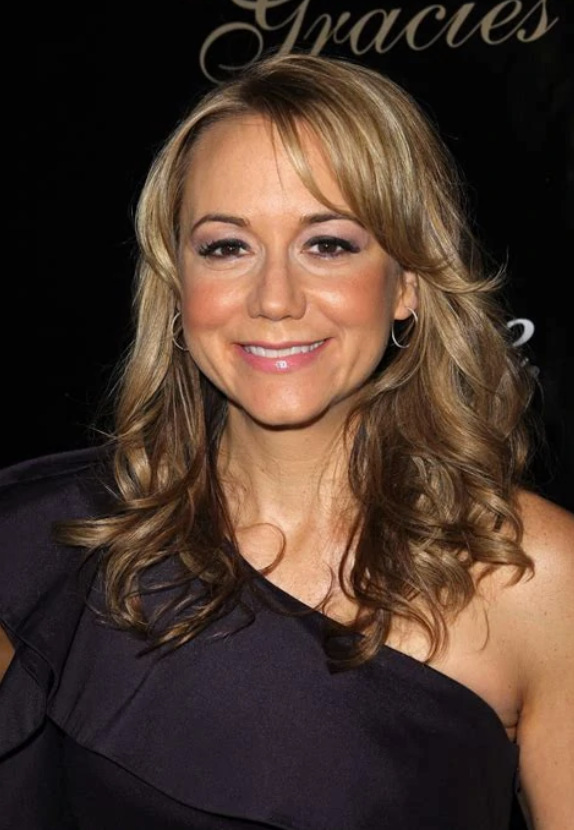Megyn Price Pictures